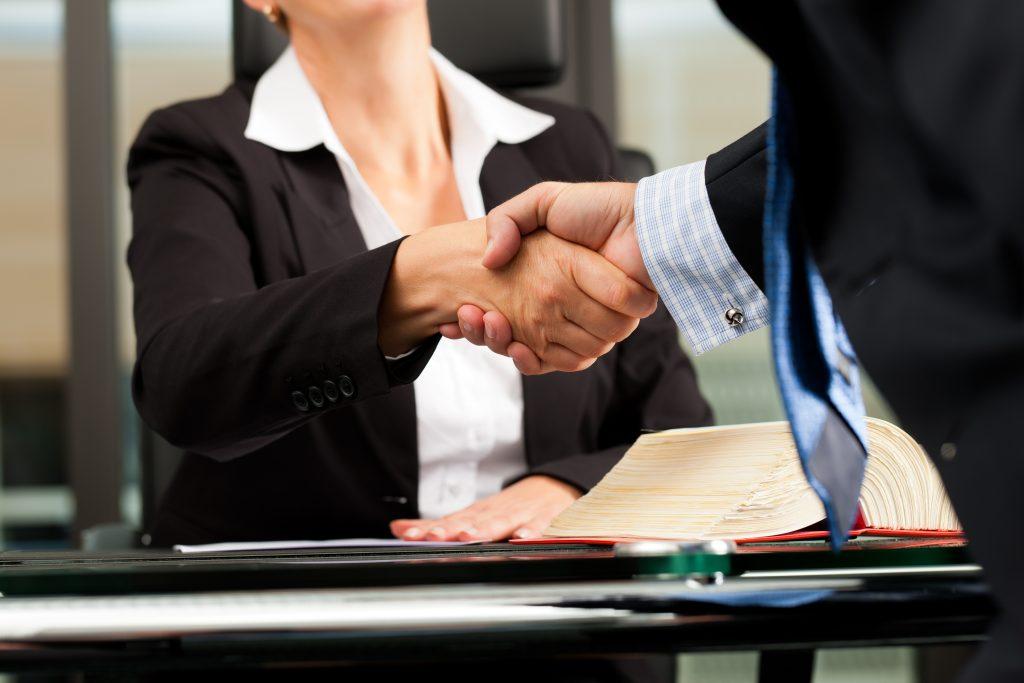 La Mejor Firma Legal de Abogados en Español de Acuerdos en Casos de Compensación Laboral, Mayor Compensación de Pago Adelantado en Fontana California